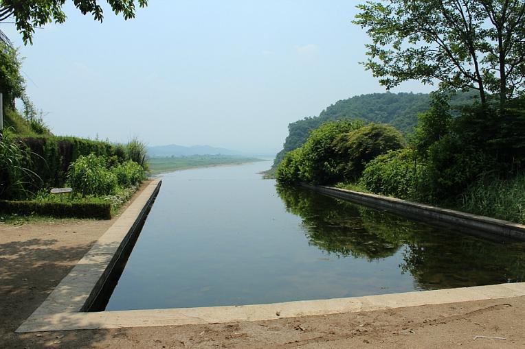 한탄강이 바라보이는 연못
