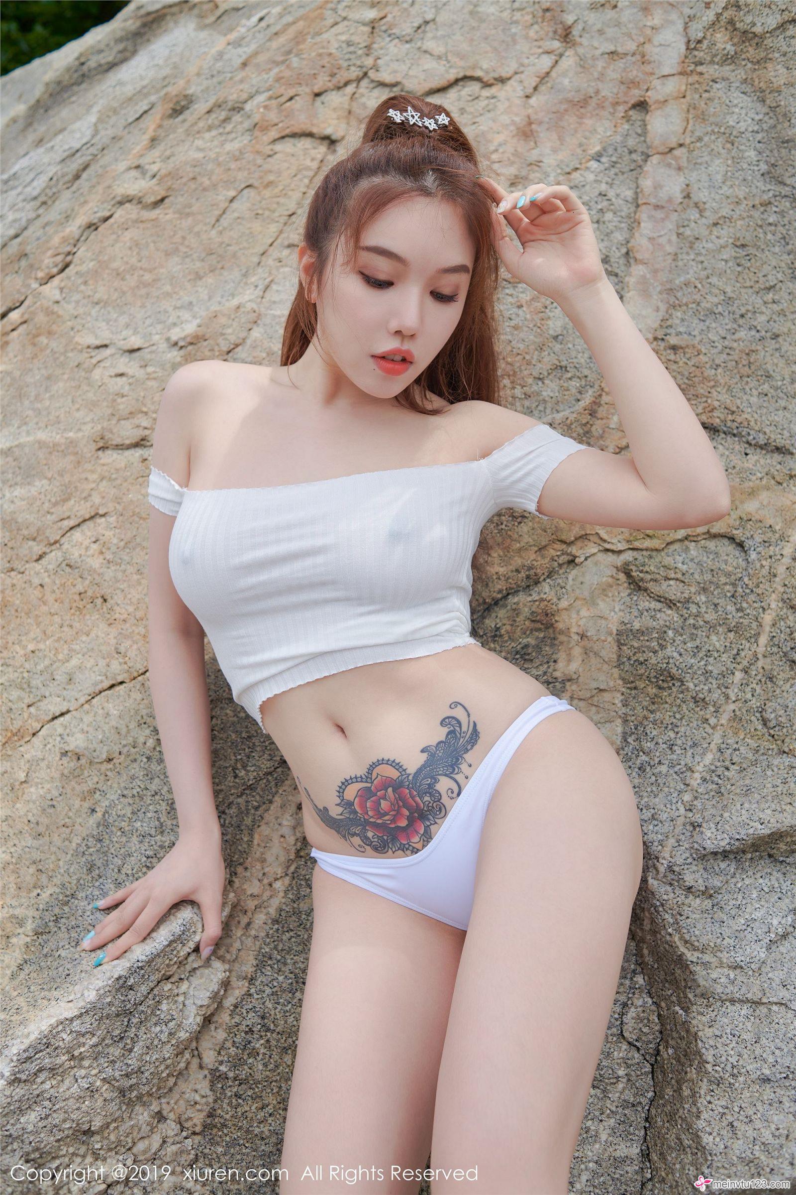 hot Chinese women in sexy wear