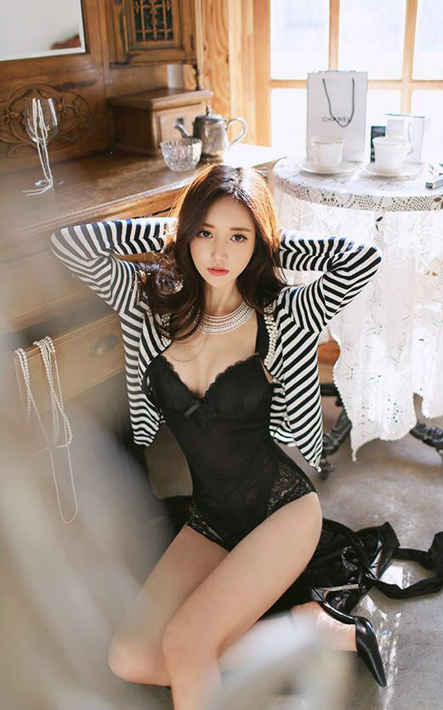hot Korean model Son Yoon Ju